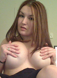 A Very Horny Kayla Rubs Her Pussy Under Her Blanket - Picture 3